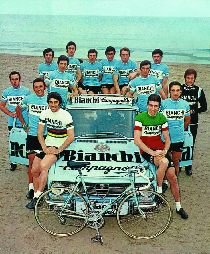 So much vintage cycling style going on here