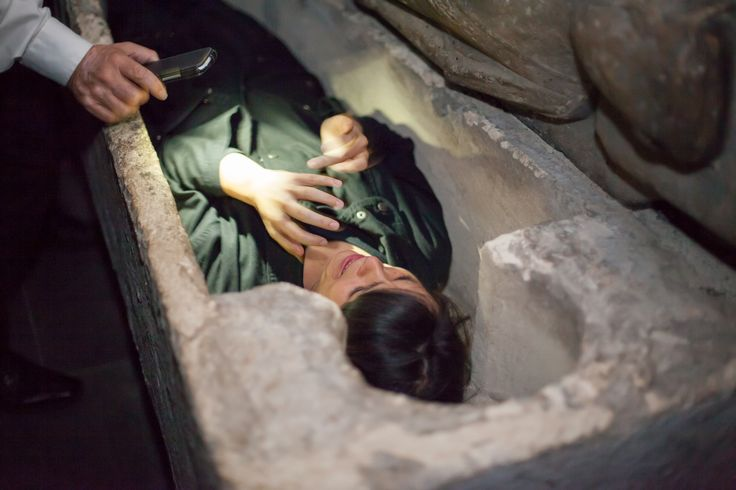 Enjoy learning the ins and outs of the lucrative trade of bodysnathcing on board the Ghostbus Tour - enter the crypt in Christchurch to experience the art of bodysnatching. #Ghosts #Ghostbus #LoveDublin #Dublin