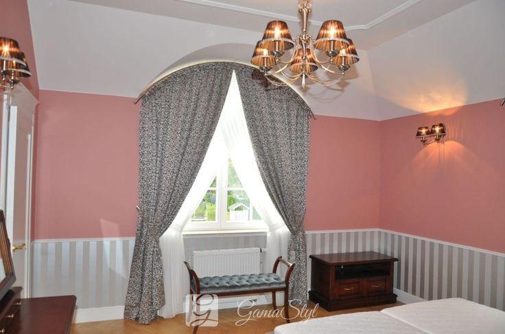 Zasłony klasyczne w sypialni, dekoracja okien, tkaniny zasłonowe, dekoracje okienne warszawa
