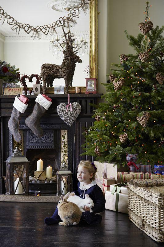 Scandinavian fireplace decor                                                                                                                                                     Mais