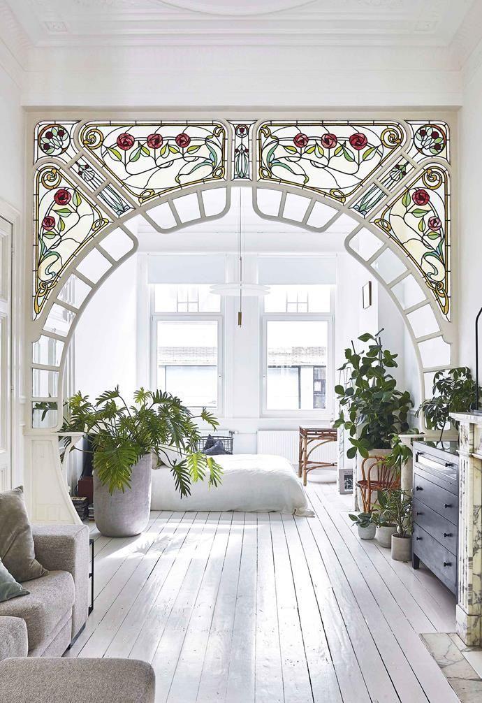 6 Best Indoor Garden Spaces To Inspire You Minimalist Living Room Decor Living Room Decor Apartment Small Apartment Decorating Living Room