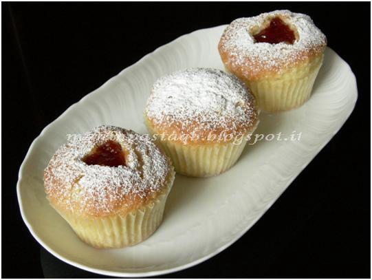 Muffin fragola e limone http://maninpastaqb.blogspot.it/2012/10/muffin-fragola-e-limone.html