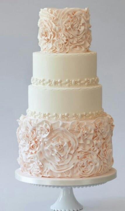 Tarta de boda en rosa y blanco