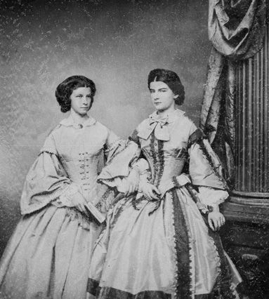 Queen Maria and her sister Mathilde - photography by Franz Hanfstaengl