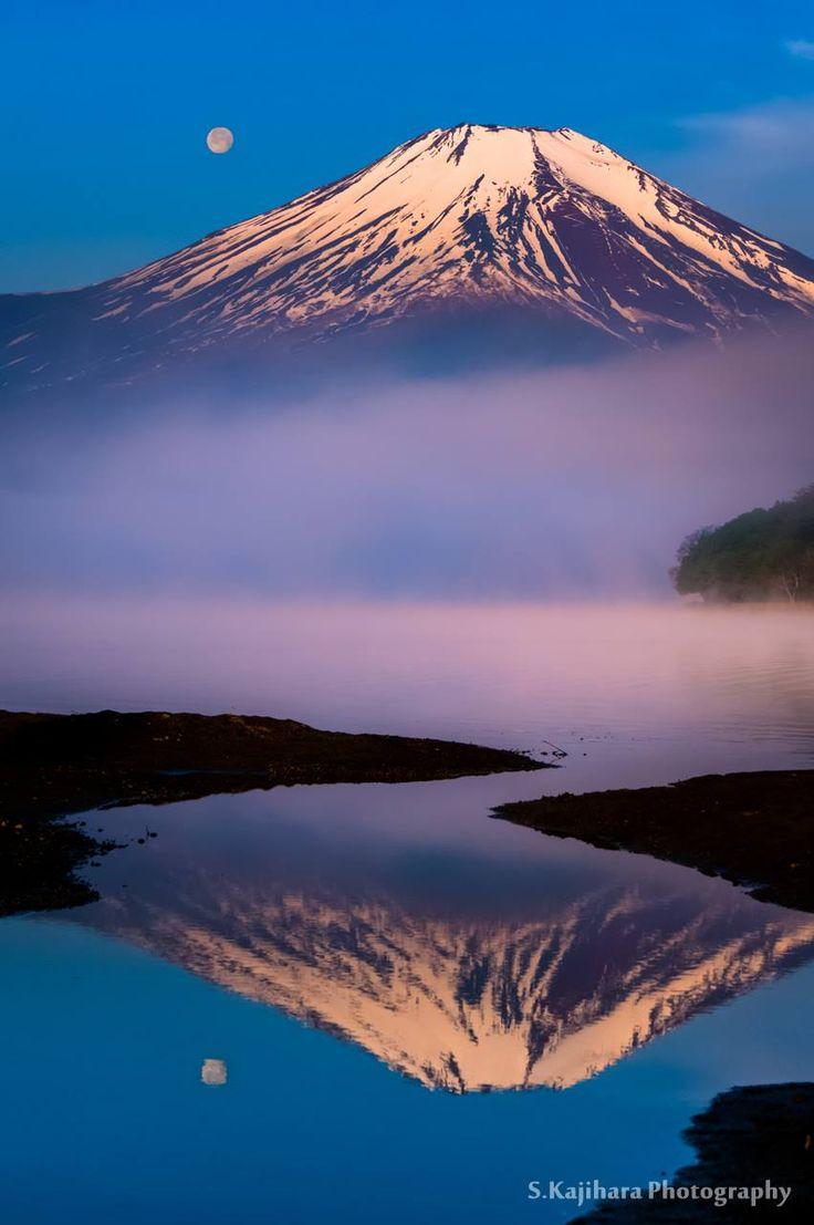 「朝靄の富士」 朝靄に包まれる富士…