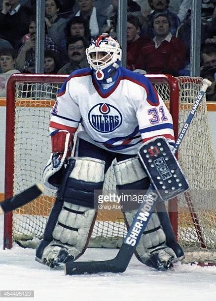 grant-fuhr-of-the-edmonton-oilers-prepares-for-a-shot-against-the-picture-id464496120 (438×612)