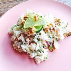 Rijstsalade met gerookte kip en avocado; een frisse maaltijd die nog gezond is ook. Lekker als lunch of avondmaaltijd. Ook lekker bij de barbecue
