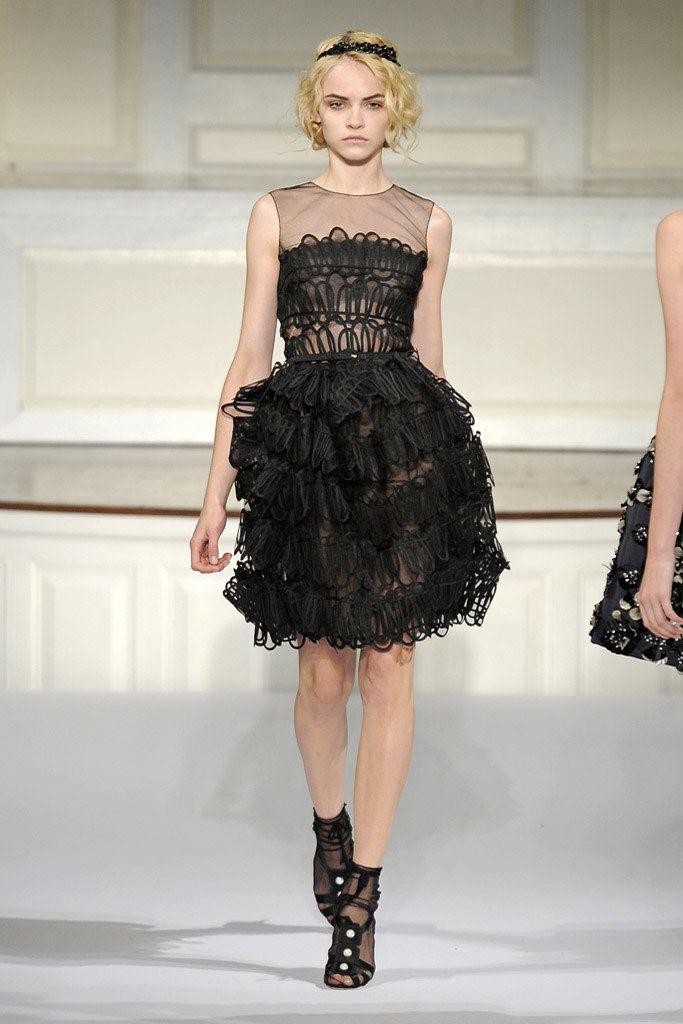 Oscar de la Renta Resort 2010 Fashion Show - Ginta Lapina