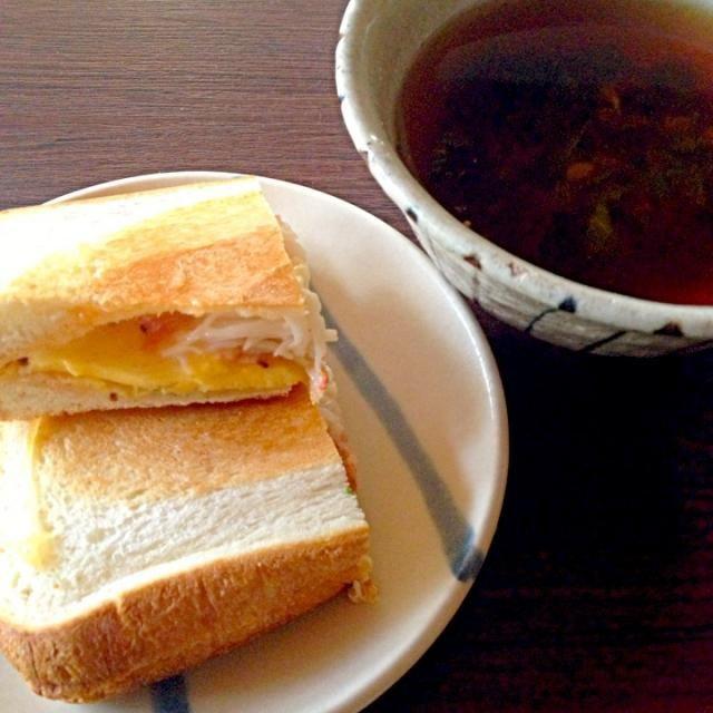 朝はこいつを食べた。しゃぶしゃぶ煮汁でスープも - 53件のもぐもぐ - 玉子カニカマチーズホットサンド by 一粒入魂 炊士 タキジ おこん