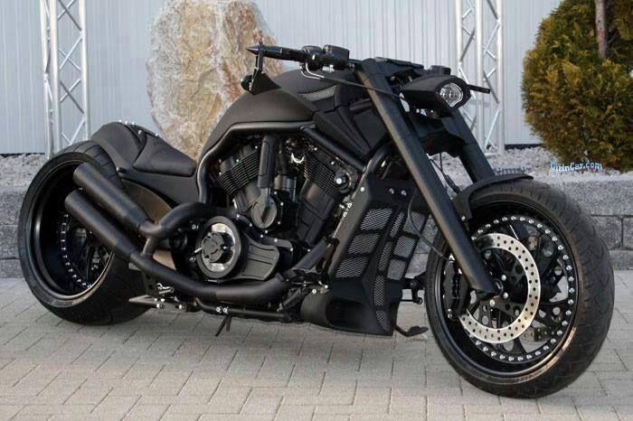 Harley V-rod. Day-um!