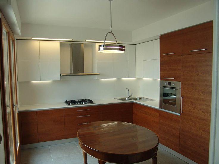 Cucina in ciliegio e bianco opaco | by ArredamentiAncona.it