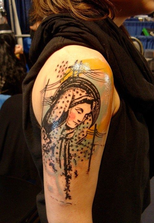 die besten 17 ideen zu virgin mary tattoos auf pinterest t towierungen religi se tattoos und. Black Bedroom Furniture Sets. Home Design Ideas