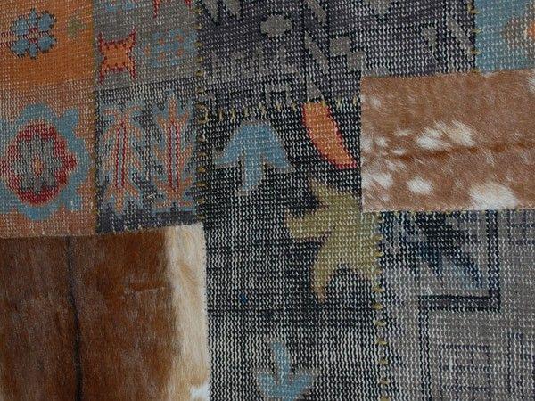 Multifarget teppe av firkantede lammeull og skinnelementer