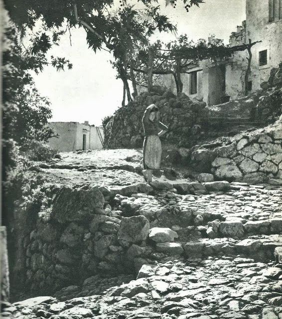 1950 Οι φωτογραφιες του Dervenn αποτυπώνουν μια όμορφη Κρητη εξωτική για τα μάτια του.