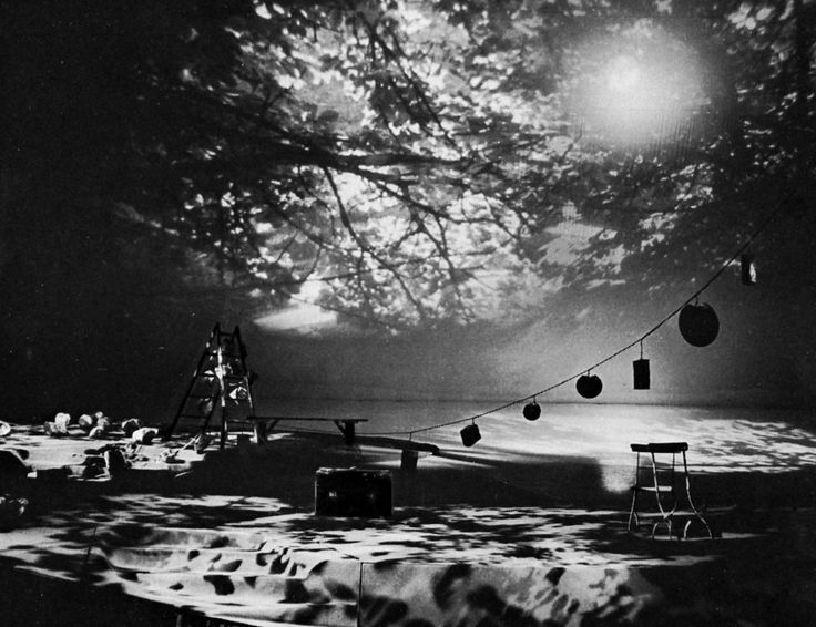 Lanterna Magika, set by Josef Svoboda, Prague, 1958-1961 - Theatre.  The lighting her makes all the difference.