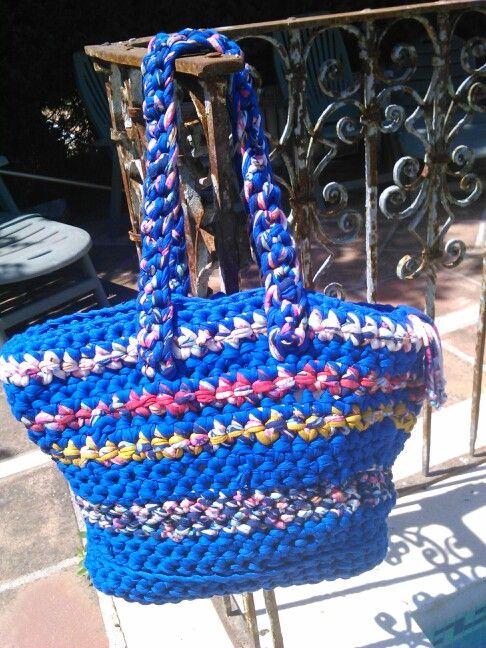 Este bolso es de trapillo, hecho por noviasspain@gmail.com