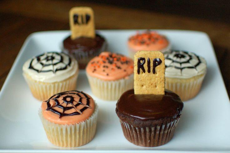 ¿Que les parece unos Muffins de Halloween ? Con lápidas, telas de araña…muy escalofriantes…pero de lo más dulces      Serán la merienda ideal para el día de Halloweeen.