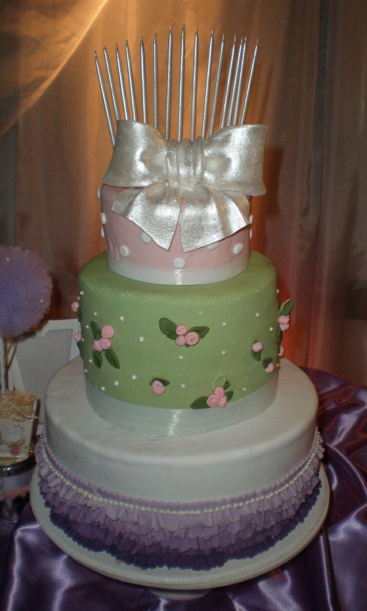 torta de 3 pisos muy romántica torta para 15 años en estilo Shabby Chic.Tortas cakes by Dulcinea de la fuente www.facebook.com/dulcinea.delafuente  #fiesta #festejo #cumpleaños #mesadulce#fuentedechocolate #agasajo# #candybar  #tamatización #souvenir  #regalos personalizados #catering finger food #15 años