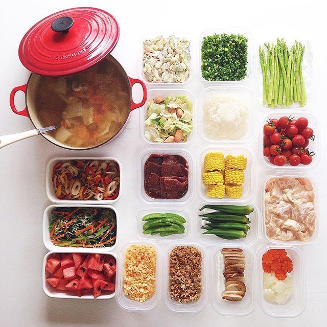 Instagram media by kohacafe - + ▹◃┄▸◂┄▹◃┄▸◂┄▹◃┄▸◂┄▹◃ + + 日中もクーラーが いらなくなってきました… 秋めいてくると むしょうに豚汁が 飲みたくなるw + 美味しそうなさんまを いただいたので 今日は焼き魚と豚汁で 晩ごはんにします。 + 今回はお野菜や肉の #下ごしらえ を中心に。 野菜も買ってきてすぐに ゆでたり、カットして おくだけでお料理時間の 短縮になります✨ + #常備菜 #kohacafe常備菜 + Menu. ○ルク 豚汁 ○マカロニサラダ ○カットねぎ ○ゆでアスパラ ○キャベツとウインナーの 塩コショウ炒め ○大根おろし ○洗いミニトマト ○カラーピーマンとちくわの マスタード炒め ○牛肉 焼肉のタレに漬け込み中 ○ゆでトウモロコシ ○鶏肉 からあげ用に漬け込み中 ○小松菜とにんじんとしらすのポン酢和え ○ゆで絹さや ○ゆでオクラ ○一口カットすいか ○炒り卵 ○肉そぼろ ○長芋のバター醤油焼き ○花形 にんじん&大根 + + ▹◃┄▸◂┄▹◃┄▸◂┄▹◃┄▸◂┄▹◃