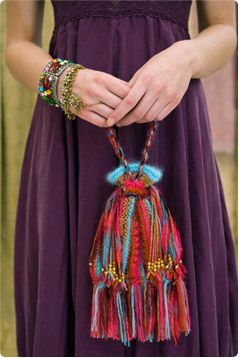 Cute bag.  Free pattern, Vogue Knitting