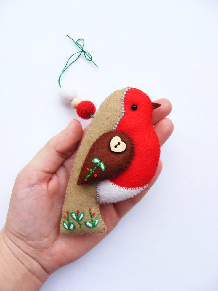 PDF pattern - Felt robin with embroidered details. Christmas tree ornament, easy sewing pattern, DIY by iManuFatti on Etsy https://www.etsy.com/listing/211814380/pdf-pattern-felt-robin-with-embroidered