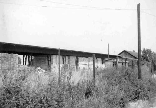 Ansicht des Geländes des KZ-Nebenlagers Saurer-Werke aus den 1960er-Jahren. Die Baracke rechts im Bild war ein Teil der ehemaligen Küche. (Foto: Herbert Exenberger)