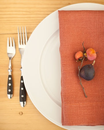 fig place setting.: Places Sets Figs, Fall Tables Sets, Fall Leaves, Fall Ideas, Autumn Weddings, Fall Weddings, Figs Places, Colors Napkins, Wedding Places Sets