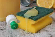 Detersivo per piatti e lavastoviglie fatto in casa. Preparare il detersivo per piatti e lavastoviglie in casa è facile, ecologico e sorprendente.