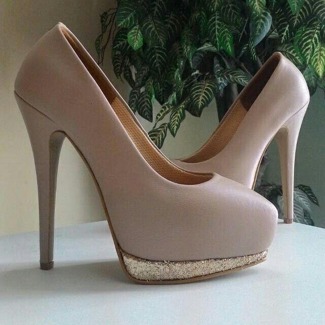 Pointed heels platform