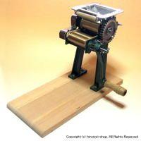 【送料無料】鋳物製麺機1型台付ご家庭で手軽にそば・うどんが作れます!鋳物製で堅牢で安定感抜群!のし作業と麺切り作業が別々にできる!