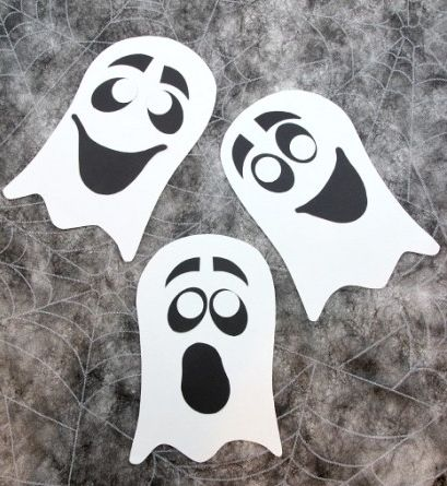 Goofy Paper Ghost Craft | Boo! This Goofy Paper Ghost Craft is a perfect kids' Halloween craft for your little ones!