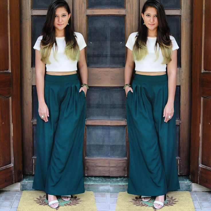 Simple yet chic! We love how Arunima's green hair is complementing the palazzos #SaturdayLunchLook #TDGMagStreetStyle #StreetStyleInDelhi #SummerHouseCafe #StreetStyle #SummerLook #SummerStyle #SummerFashion #StyleFile #TDGMag #OnlineMagazine @selfbetrue