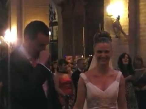 Buenísima sorpresa, buenísimo video, me encantó.  Novia sorprende a Novio en plena boda con la canción Quiéreme de Nuria Fergó-Con Subtítulos!