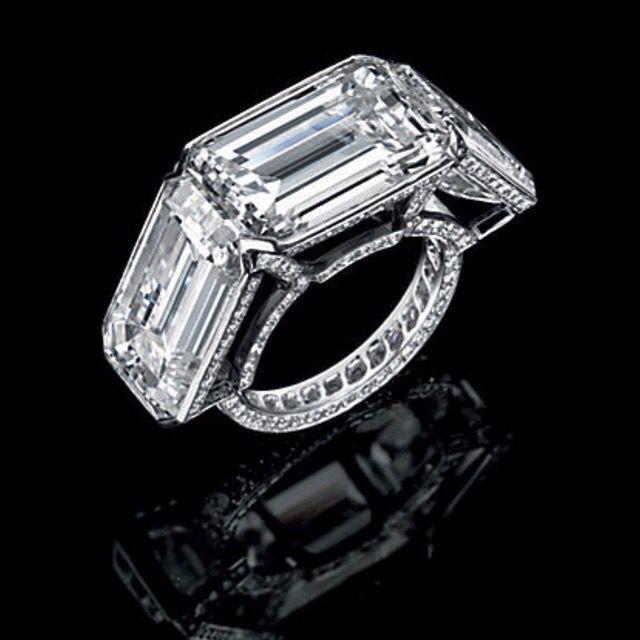 JAR triple diamond ring