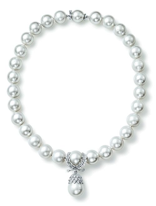 The white gold, diamond and South Sea pearl wreath-pendant pearl necklace