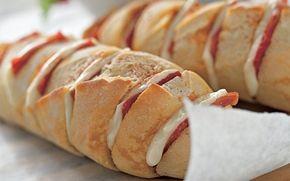 Flute med ost og skinke Et hurtigt aftens- eller frokostmåltid til de dage, hvor der ikke er så meget tid i køkkenet, men den skal stå på andet end en rugbrødsmad.