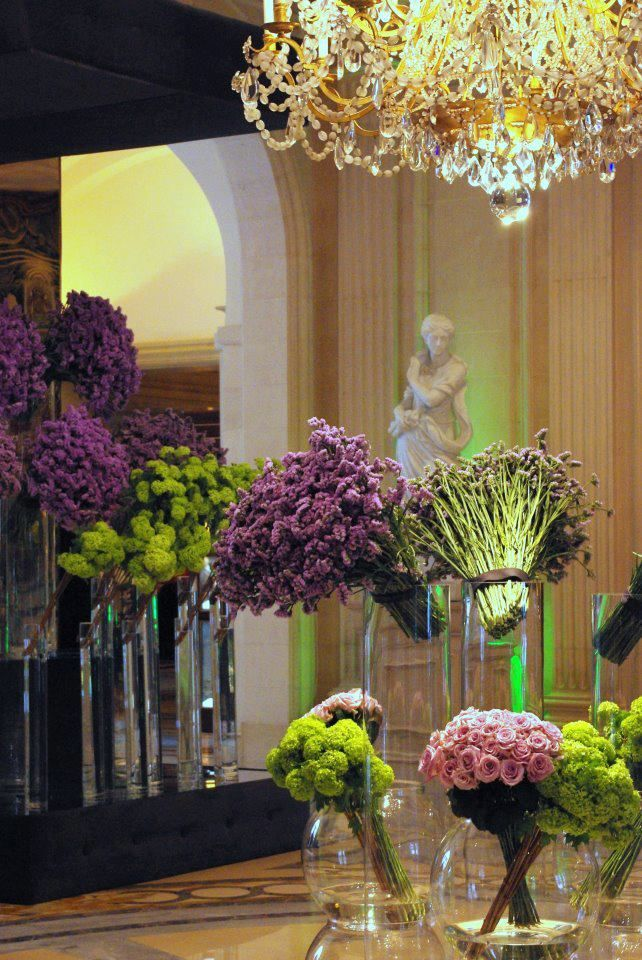 Spring in Paris! Flowers in @Four Seasons Hotel George V Paris' lobby: Statis, Viburnum, Orchidee symbidium and Rose Pacific Bkue.: Paris, Four Seasons, Flower Arrangements, Lobbies, Flowers