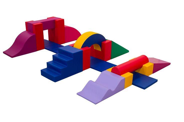 Parcours de motricité « Mission » (18 modules) – Parcours de motricité avec 2 supports hautes poutre, 1 poutre, 1 grande vallée descendante, 1 grande descente convexe, 1 escalier 4 marches, 2 supports poutre, 1 demie roue, 1 grande rampe, 1 grande vague longue, 2 supports cylindre, 1 cylindre et 3 tapis. #parcours #motricité #enfants #garderie #crèches #magasins #loisirs #activités #bébés #bambins #aménagement #agencement #espace #modules #couleurs #formes