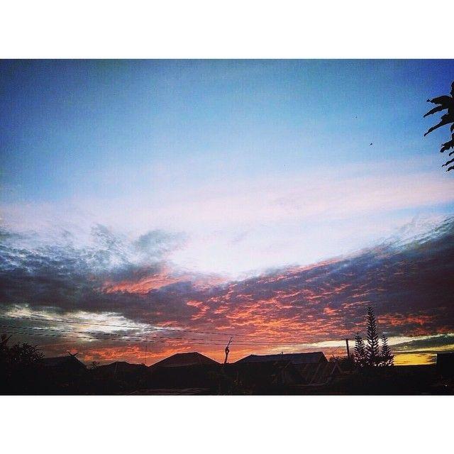 On instagram by achzunaz #landscape #contratahotel (o) http://ift.tt/24lehbD pada langit dan bumi benar-benar terdapat tanda-tanda (kekuasaan Allah) untuk orang-orang yang beriman. (QS:Al-Jaatsiyah | Ayat: 3). #latepost #instagood #instacool #instadaily #sunrise  #xiaomi #hdr #kampungbaru