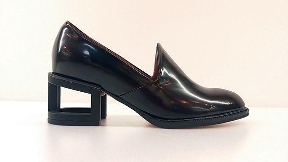 ジェフリーキャンベルの個性的なシューズ「蹄ヒール」- バリエーション豊かになって登場   ニュース - ファッションプレス