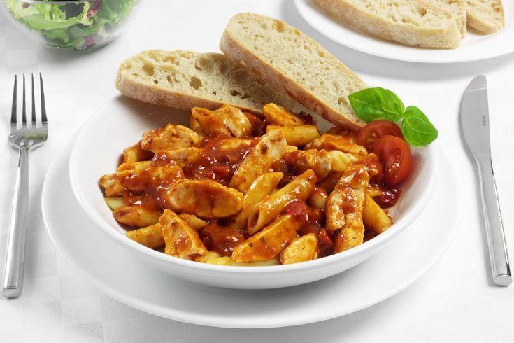 Νόστιμο φαγητό με απλά υλικά. Μια συνταγή για Κοτόπουλο με σάλτσα Αραμπιάτα. Συνοδεύστε το με πουρέ, ή πιλάφι, ή πατάτες τηγανιτές και απολαύστε ένα υπέροχ