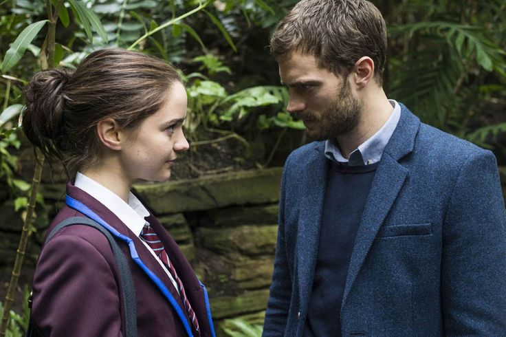 Katie Benedetto (AISLING FRANCIOSI), Paul Spector (JAMIE DORNAN) in The Fall