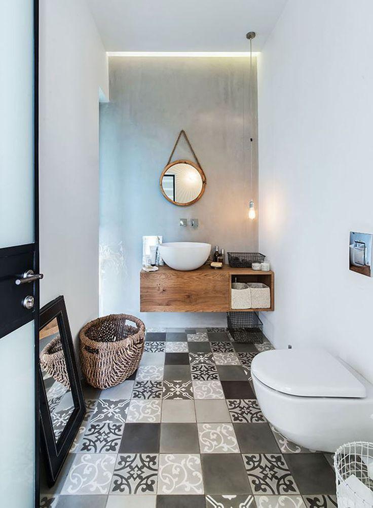 Les toilettes spéciales pour les invités situées dans le second « cube » de cette maison contemporaine