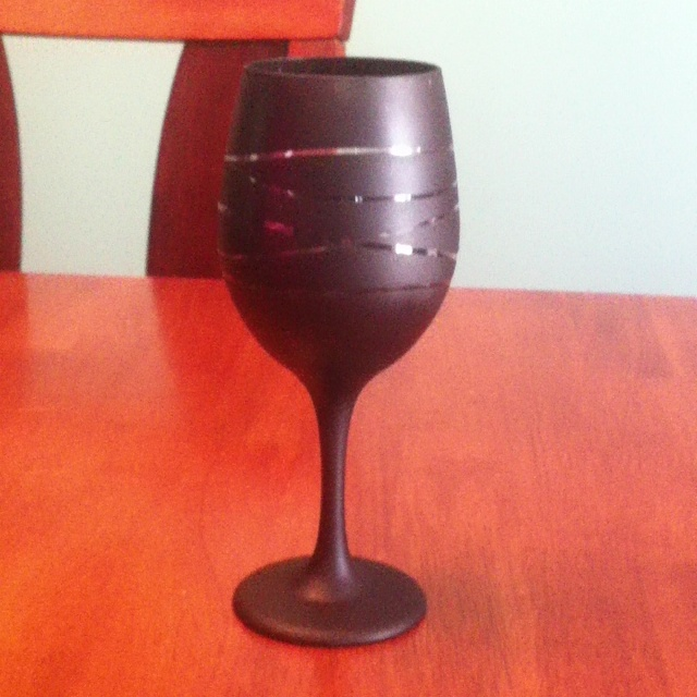 17 best images about wine glass diy on pinterest how to for Spray painting wine glasses
