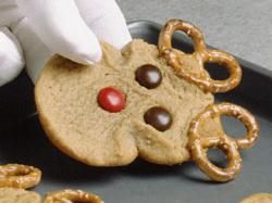 Reindeer Cookies - These are, without a doubt, always the cutest Christmas cookies on the holiday cookie platter!