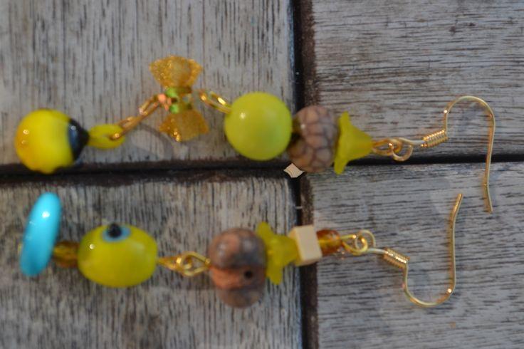 """Boucles d'oreille dépareillées """"En coccinelle de tagua or"""" avec crochets plaqués or, perle coccinelle en verre filé, : Boucles d'oreille par les-perles-de-eihpos"""