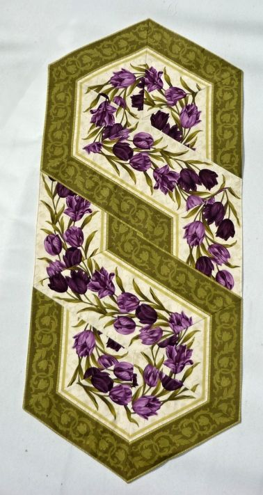 An interesting quilting idea for a table runner, placemat, or bed runner.