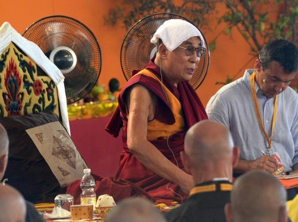Sulla questione della sua successione il 14.mo Dalai Lama, al secolo Tenzin Gyatso, dice: «Il buddismo tibetano non dipende da un solo individuo. Abbiamo una buona organizzazione della quale fanno parte monaci e studiosi altamente qualificati». Insomma, non c'è bisogno di un nuovo Dalai Lama.