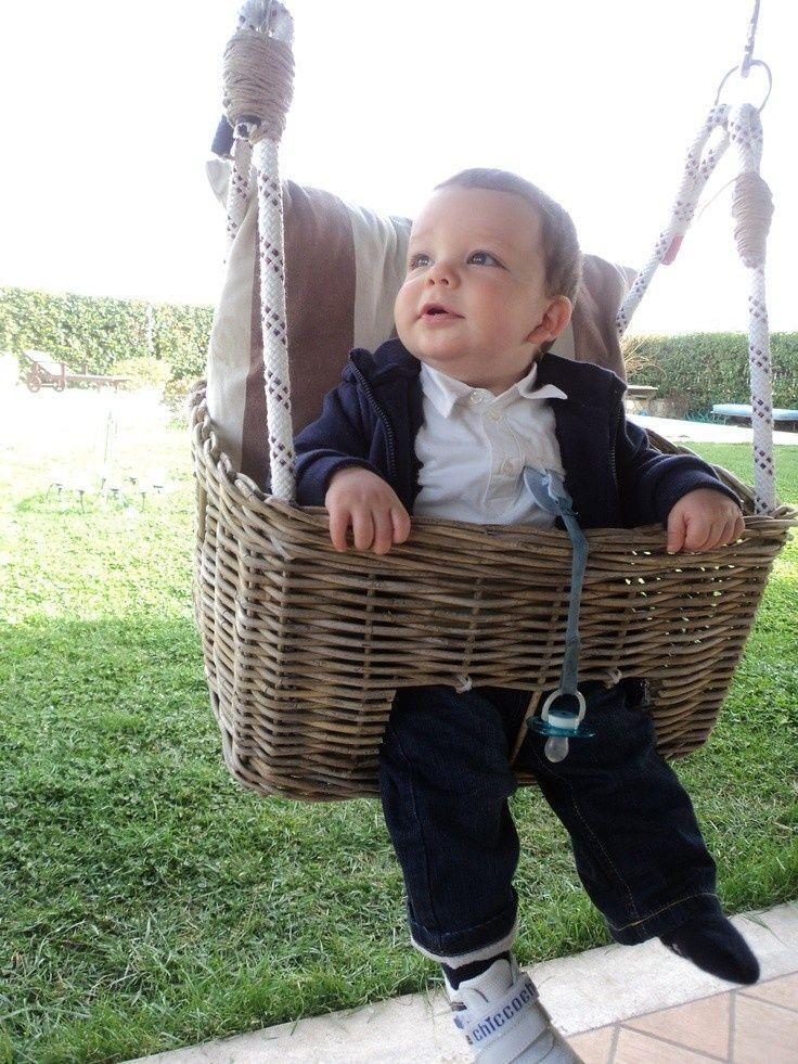 Babyschommel maken van een mandje RECYCLE AND PLAY