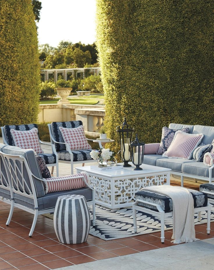 The perfect garden party. That's what Grayson calls to mind. This timeless seating collection is elegant without being fussy, with a high lattice back and airy design that are achieved in cast aluminum.